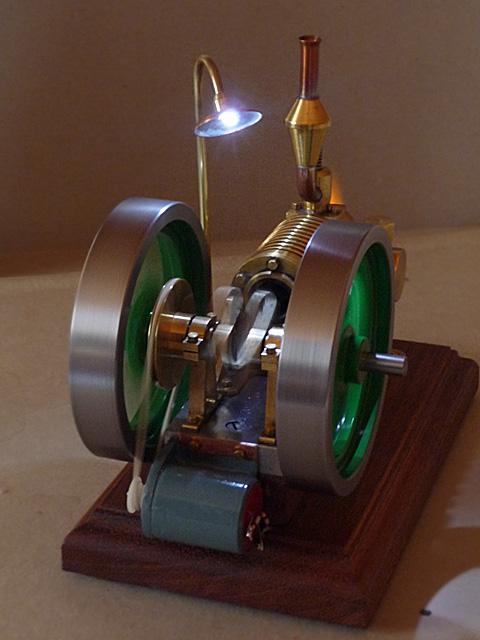 Dieser Modellbau Flammenfresser wir zur Stromerzeugung genutzt.