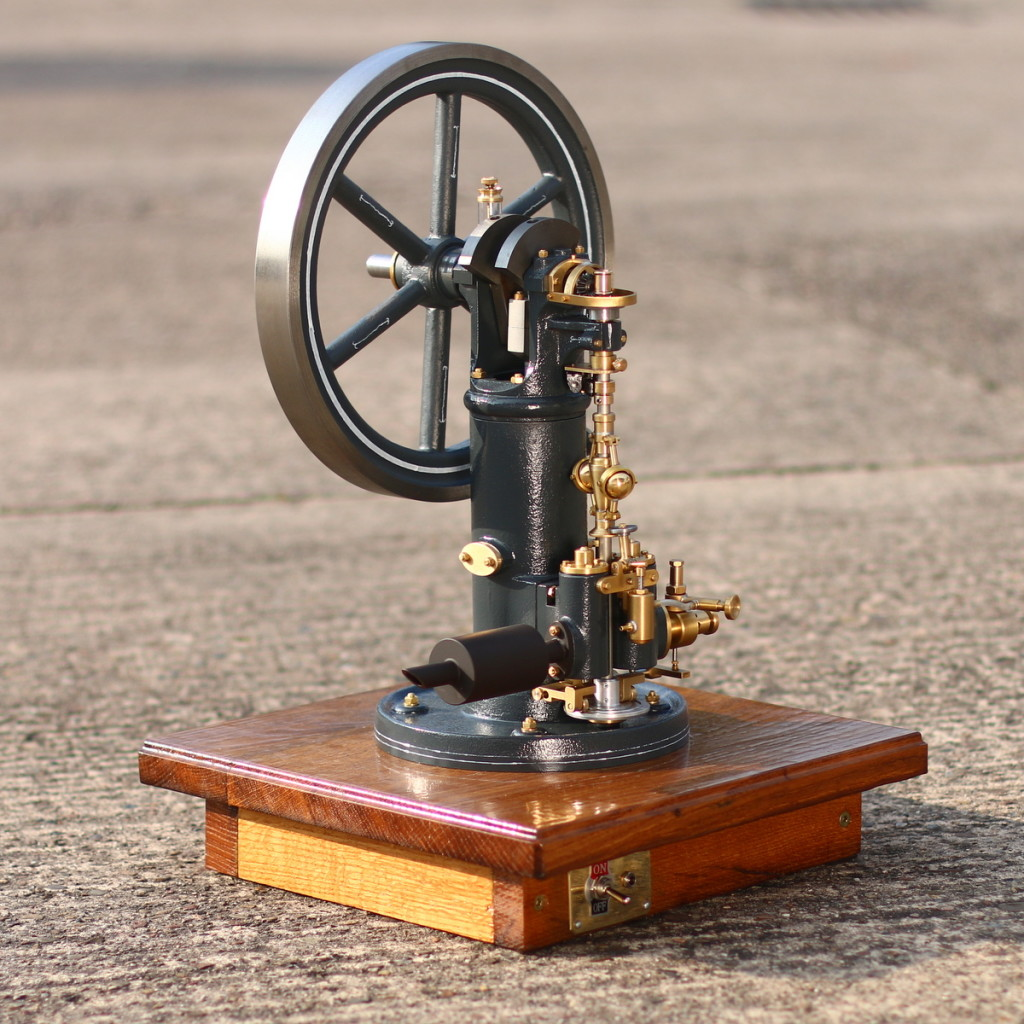 holzsockel-gasmotor-modellbau
