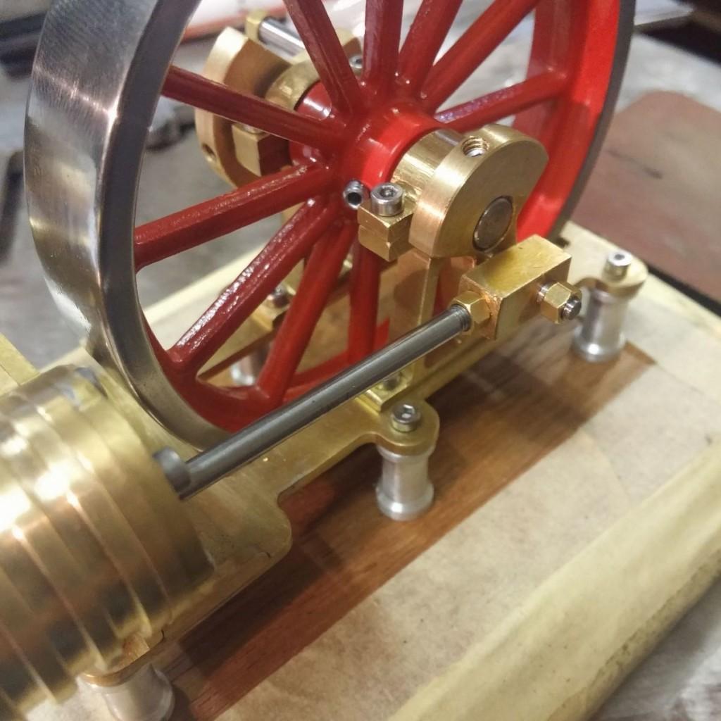 kolbenstange-montiert-heissluftmotor