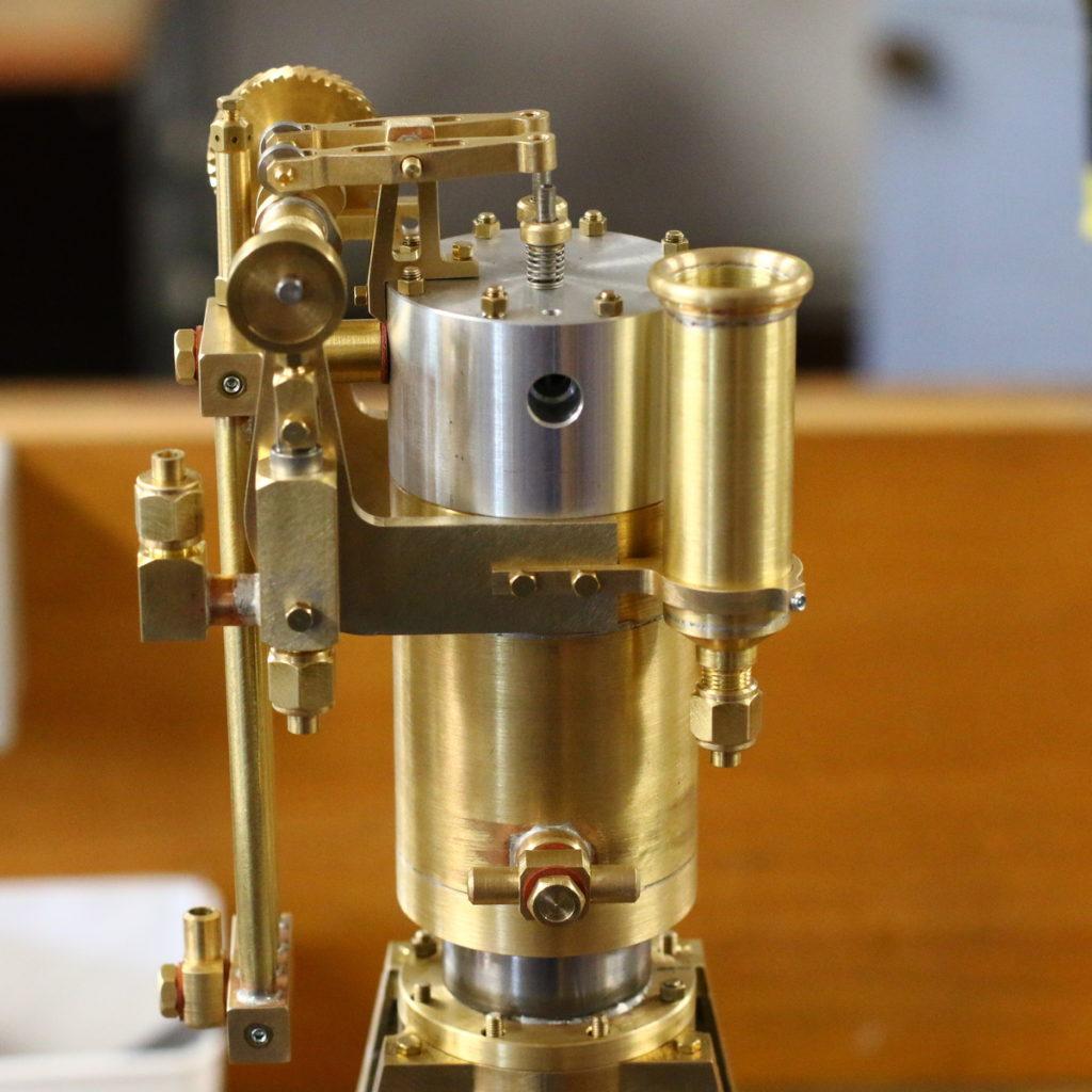 Ein Vertikaler Verbrennungsmotor als Bausatz von Bengs Modellbau