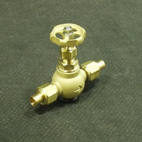 Durchgangsventil mit Einlötnippeln zum Unterbrechen des Dampfstromes im Dampfsystem