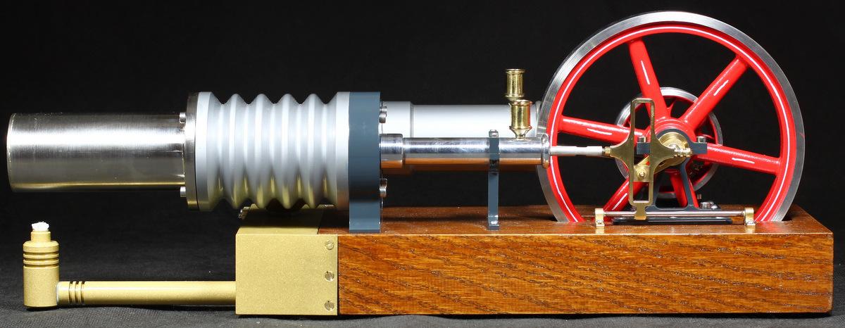 Stirlingmotor-die-grosse-laura-Seitenansicht-1