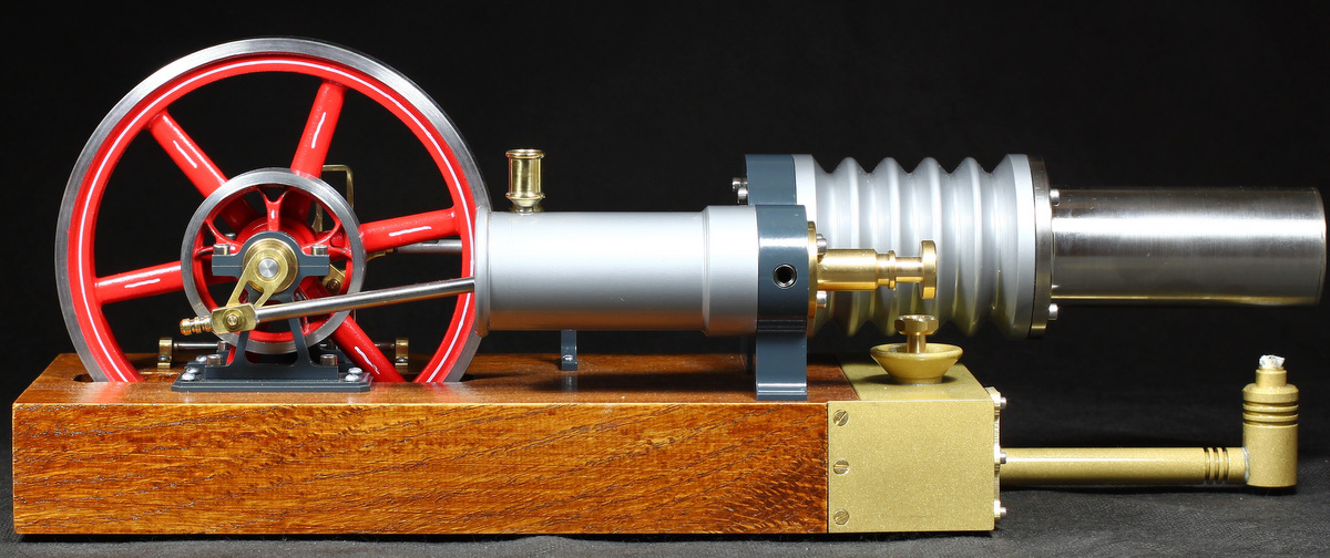 Stirlingmotor-die-grosse-laura-Seitenansicht-2