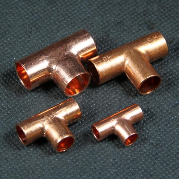 Verschiedene T Fittings zum Einlöten von Kupferrohr im Modellbau